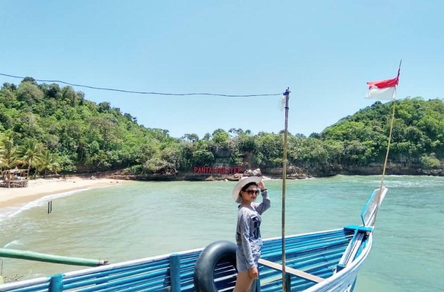 Keeksotisan Pantai Ngliyep Tempat Wisata di Malang