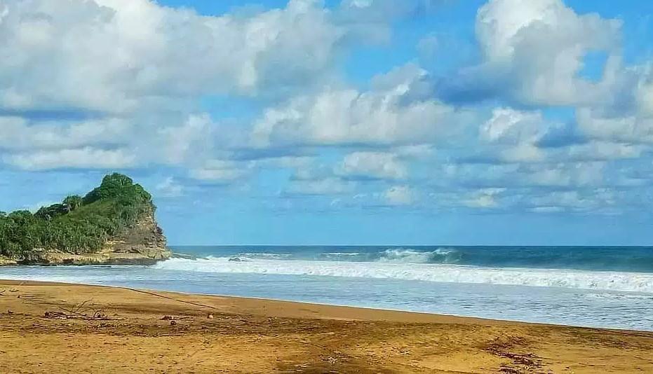 Keindahan Pantai Wonogoro sebagai Tempat Wisata di Malang