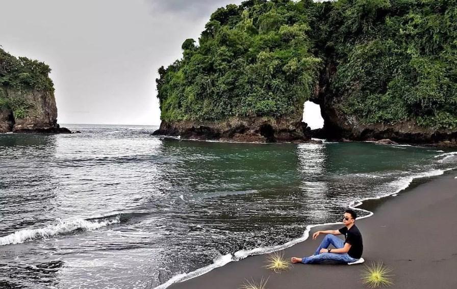 Keunikan Pantai Licin Sebagai Tempat Wisata di Malang
