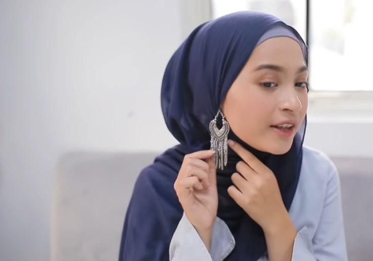 Tutorial Praktis Menggunakan Hijab Cantik Untuk Wajah Bulat