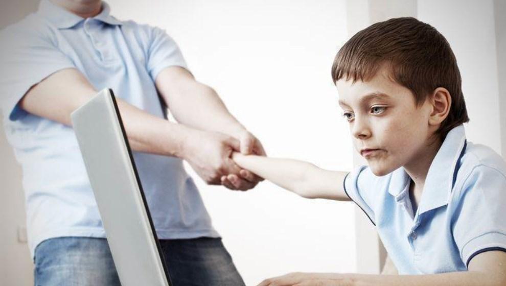 Berikut Tips Untuk Mengurangi Intensitas Gadget Pada Anak