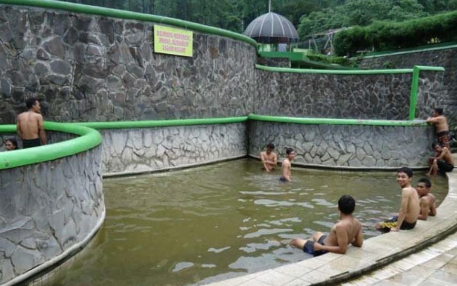 Pemandian Air Panas Pacet di Kabupaten Mojokerto