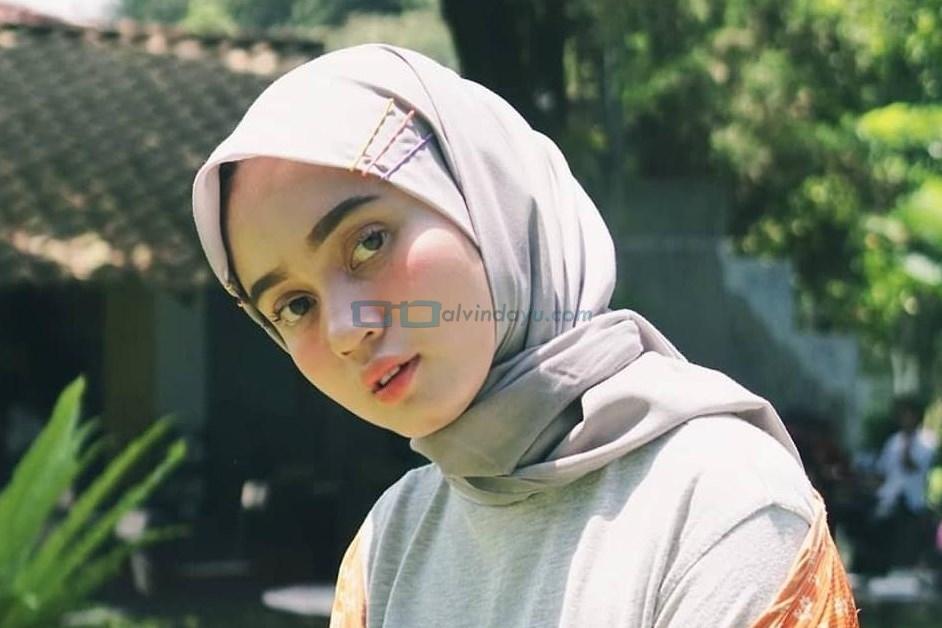 6 Warna Hijab Berikut Ini Cocok Bagi Pemilik Wajah Bulat