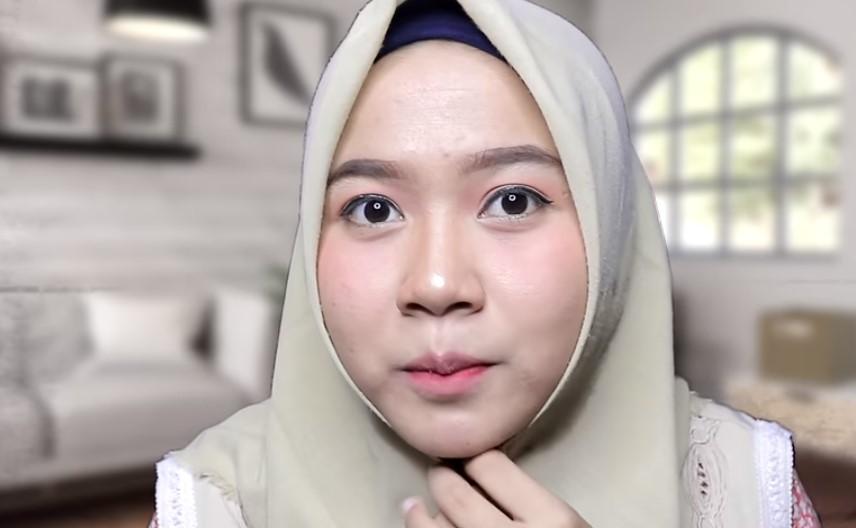 Tutorial Hijab Segi Empat untuk Wajah Bulat Kenakan Hijab Segiempat dengan Posisi yang Pas