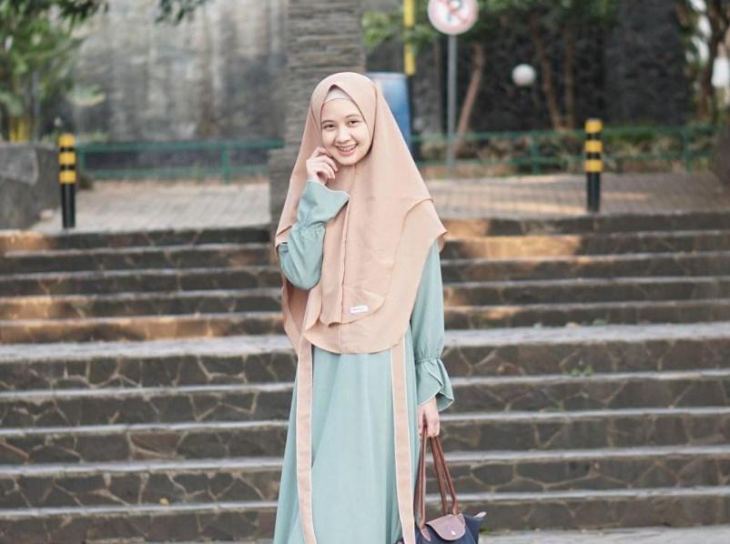 Gunakan Pola Simpel Saat Memakai Hijab Pashmina Atau Segi Empat