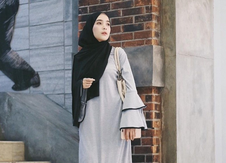 Kenakan Style Hijab Wajah Bulat dengan Pashmina Atau Segi Empat
