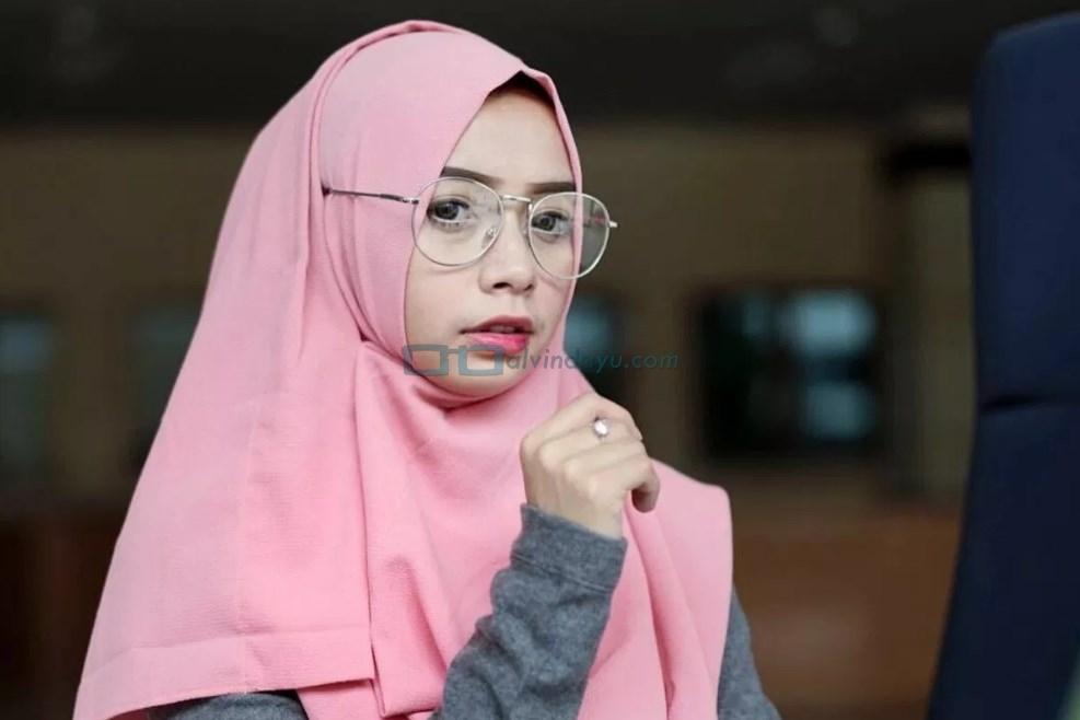 Perpaduan Warna Hijab Polos Elegan Untuk Semua Jenis Kulit