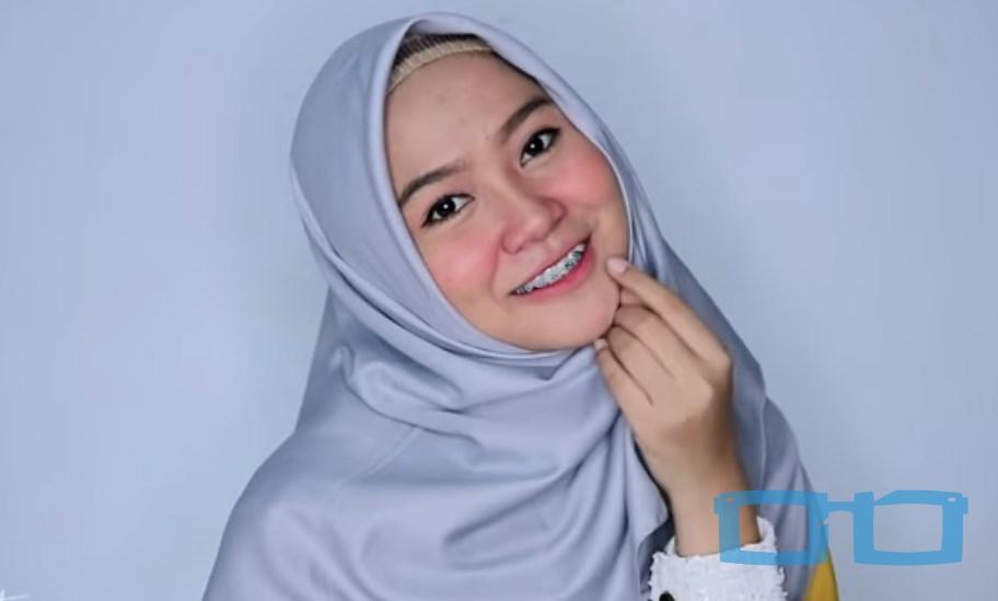Tutorial Hijab Segi Empat Syari Terbaru untuk Wajah Bulat SELESAI