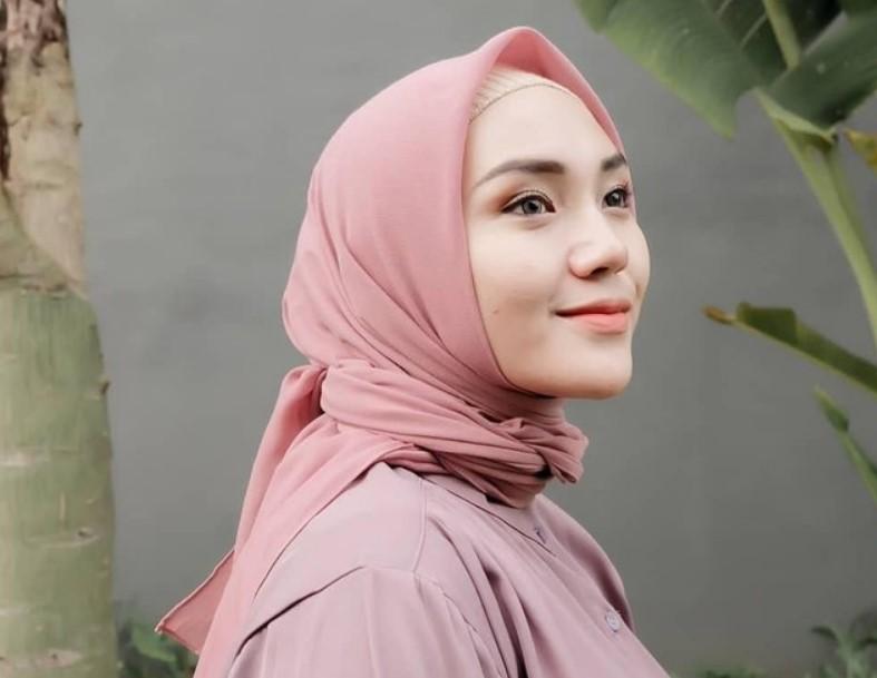 Warna Hijab Wajah Bulat yang Match Atau Cocok dengan Busana