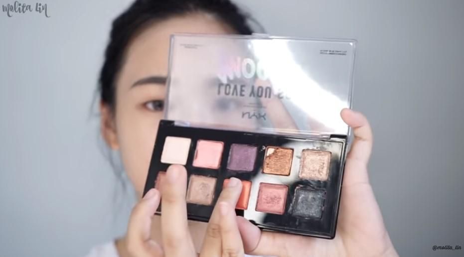 Gunakan Eyeshadow Warna Peachy