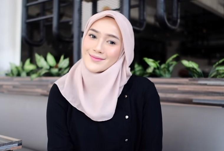 Tutorial Hijab Segi Empat Modern Simple dan Modis SELESAI