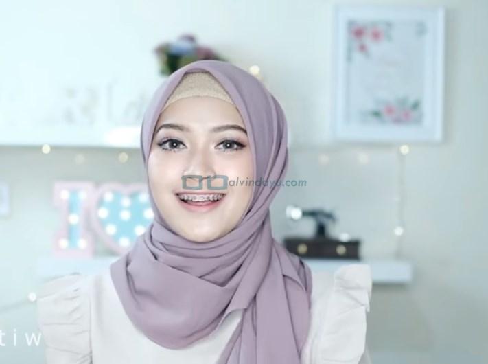 Tutorial Hijab Pashmina Pesta Cantik dan Elegan SELESAI