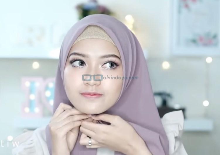 Tutorial Hijab Pashmina Pesta Kekinian,Sematkan Jarum Pentul