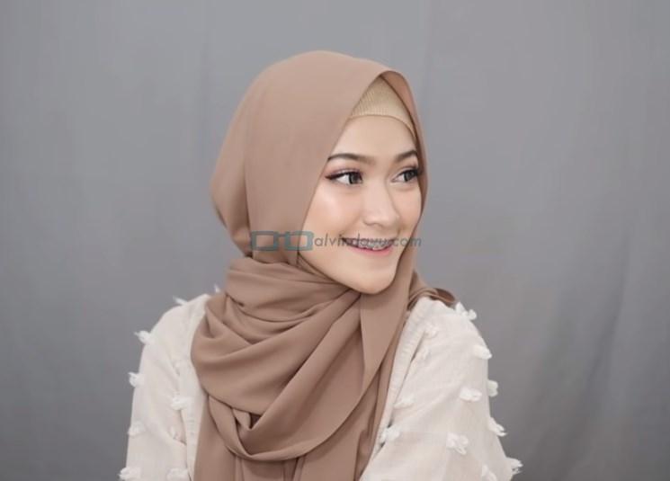 Tutorial Hijab Pashmina Simple Syari Menutup Dada SELESAI