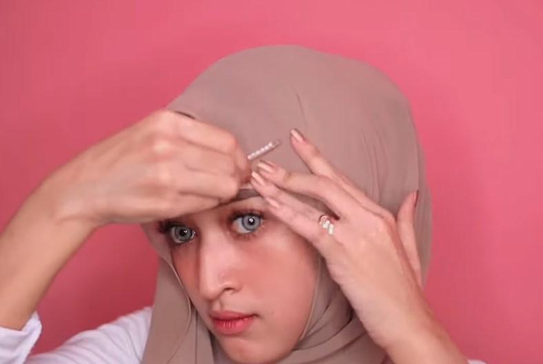 Tutorial Hijab Pashmina Simple dan Mudah Ala Sabyan, Gunakan Aksesoris Jepit Rambut Hijab Kekinian