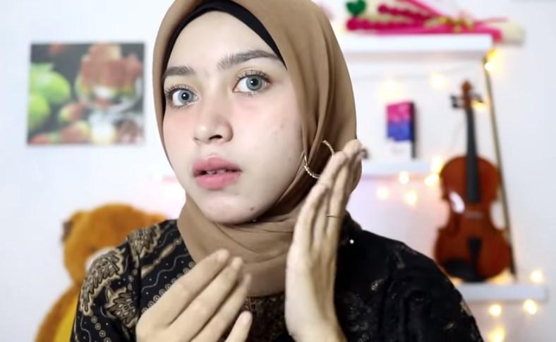 Tutorial Hijab Segi Empat Pesta Simple Modern Kekinian, Pasang Aksesoris untuk Mempercantik Penampilan