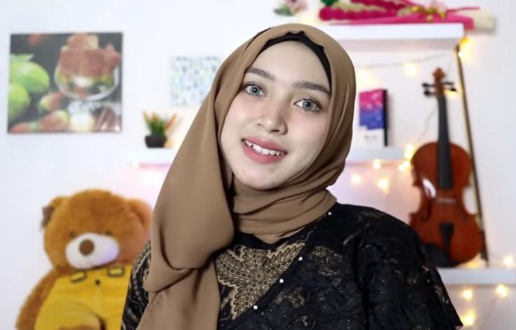 Tutorial Hijab Segi Empat Sederhana ke Pesta, Sematkan Peniti Agar Rapi dan SELESAI