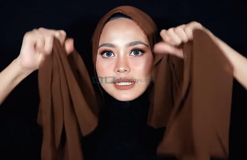Tutorial Hijab Pashmina Diamond Simple untuk Remaja, Buat Kedua Sisi Sama Panjang