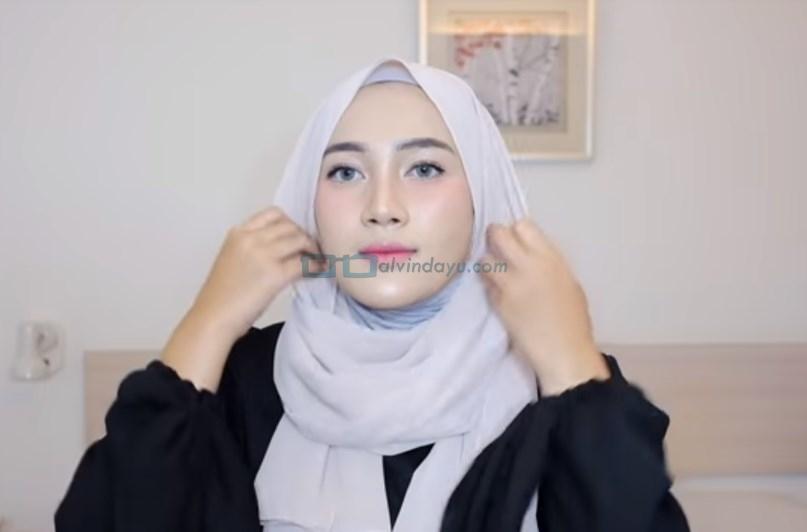 Tutorial Hijab Pashmina Simple Cantik dan Kekinian, Rapikan Hijab Pashmina