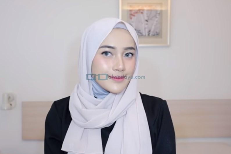 Tutorial Hijab Pashmina Simple Cantik dan Kekinian SELESAI