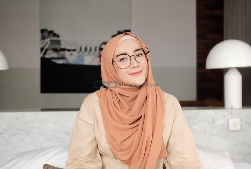 Tutorial Hijab Pashmina Simple untuk Wajah Bulat dan Berkacamata SELESAI