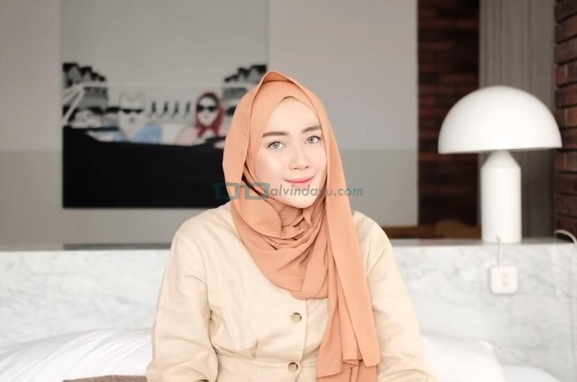 Tutorial Hijab Pashmina untuk Kuliah Simple Ala Selebgram SELESAI